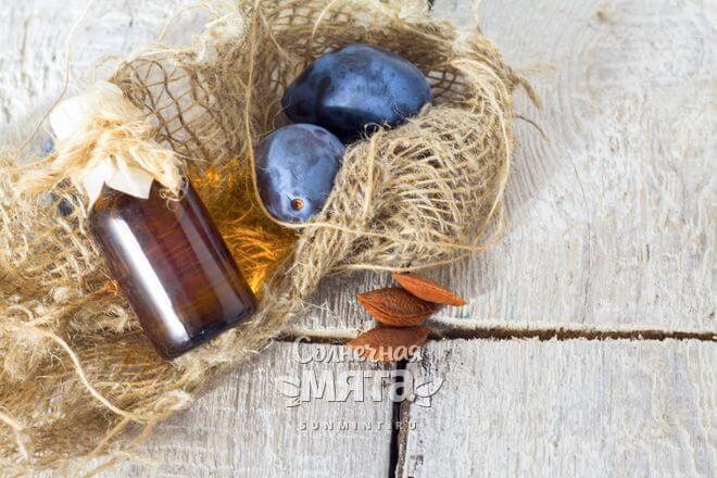 Алыча используется в косметологии и фармецевтике в виде масла