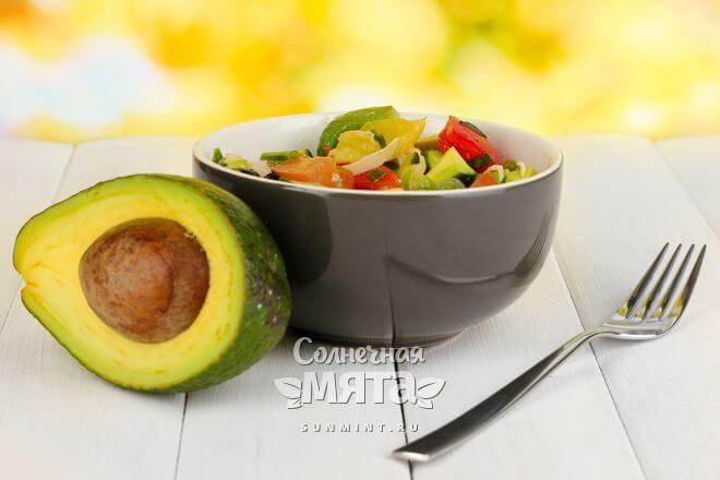Авокадо очень хорош в салатах