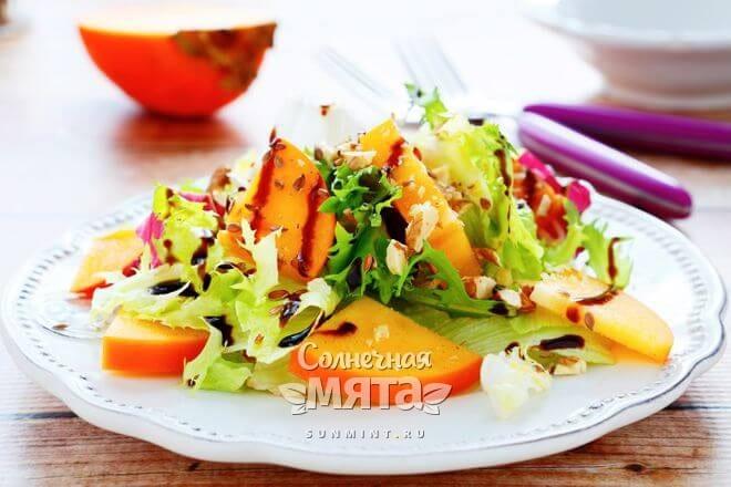 Хурму добавляют в салаты
