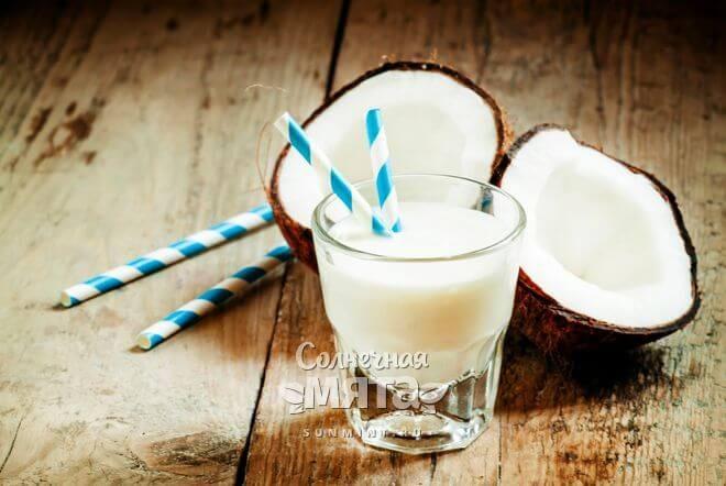 Из кокоса делают веганское молоко
