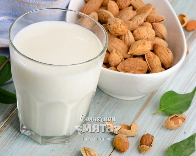 Из миндаля делают веганкое молоко
