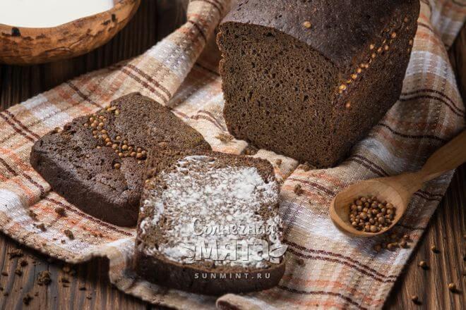 Кориандр кладется в блюда в целом и молотом виде