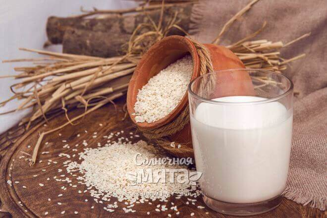 Молоко из кунжута полезно для зубов и костей