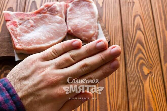 Мужчина отказывается от мяса, фото