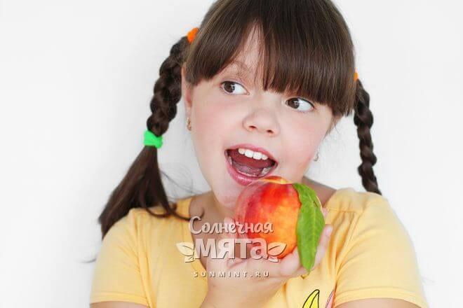 Персики любят почти все