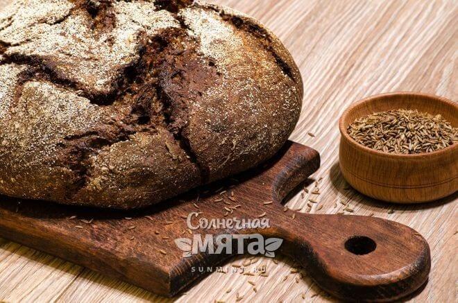 Тмин добавляют в черный хлеб