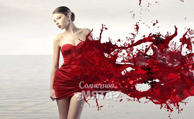 Девушка в красном платье с брызгами крови, фото