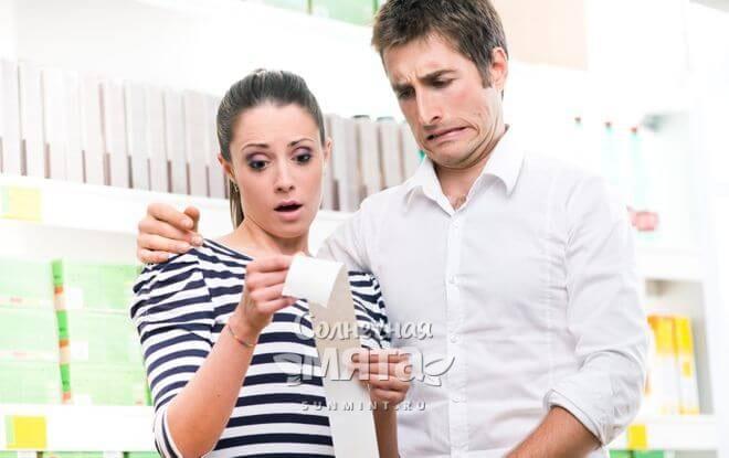 Семейная пара шокирована ценами на продукты в своем кассовом чеке, фото