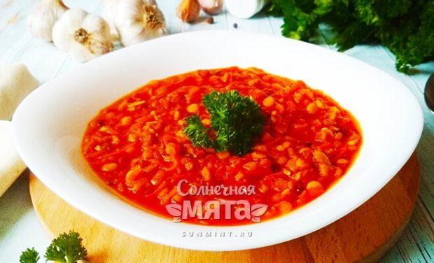 Индийский гороховый суп-дал с пряными нотками золотистого карри